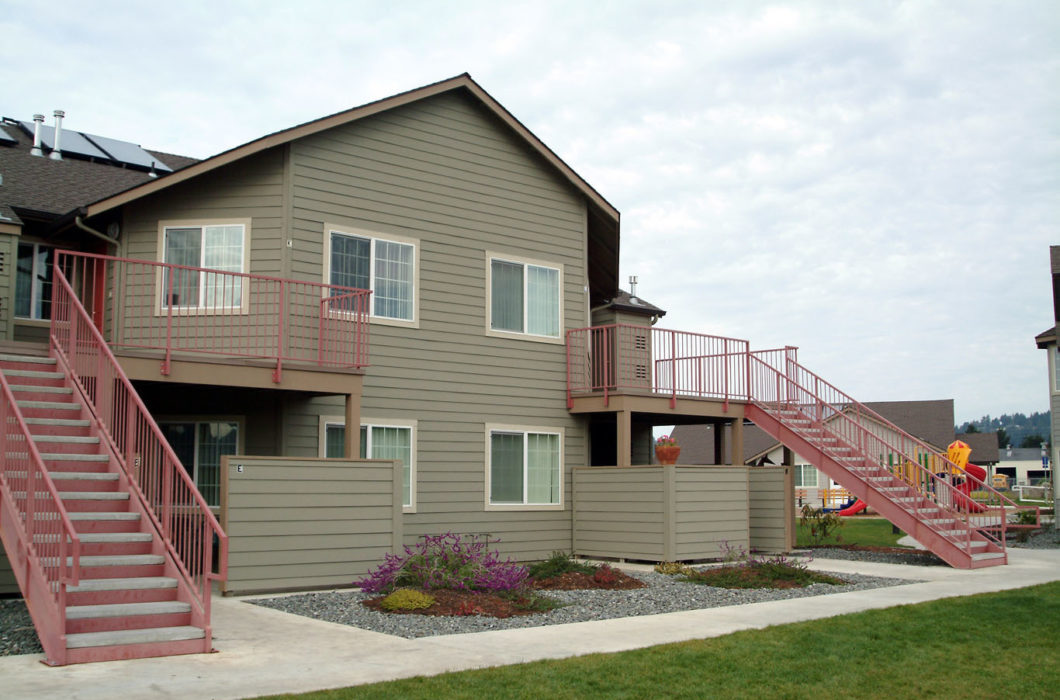 Danco affordable housing arcata courtyard 007